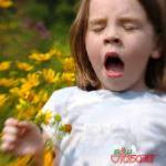 Чихает ребенок